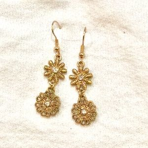 Classic daisy antique gold earrings new